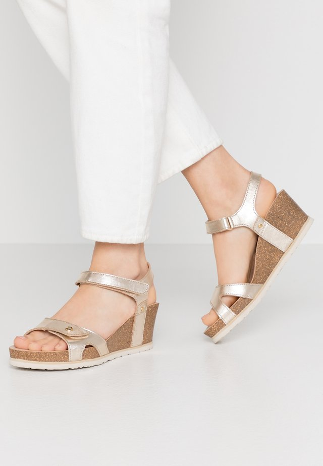 JULIA SHINE - Sandalen met plateauzool - gold