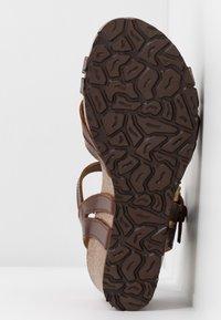 Panama Jack - VERA CLAY - Sandalias de cuña - brown - 6