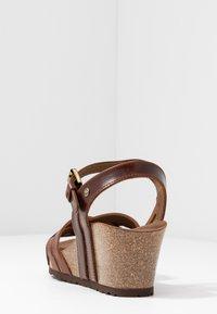 Panama Jack - VERA CLAY - Sandalias de cuña - brown - 5