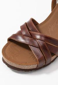 Panama Jack - VERA CLAY - Sandalias de cuña - brown - 2