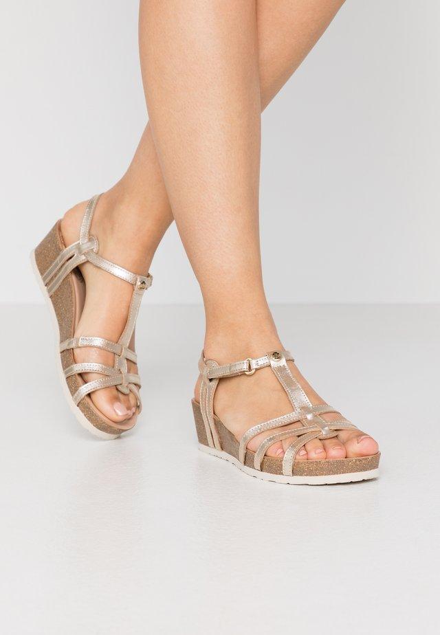 CHARO SHINE - Sandały na koturnie - gold