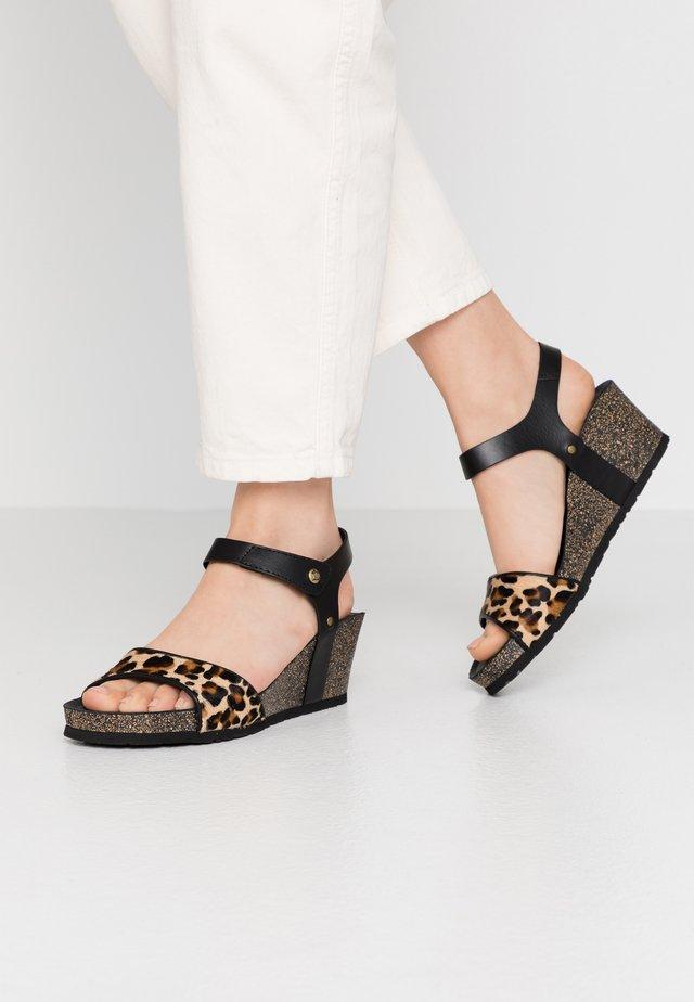 VICTORY  - Korkeakorkoiset sandaalit - schwarz