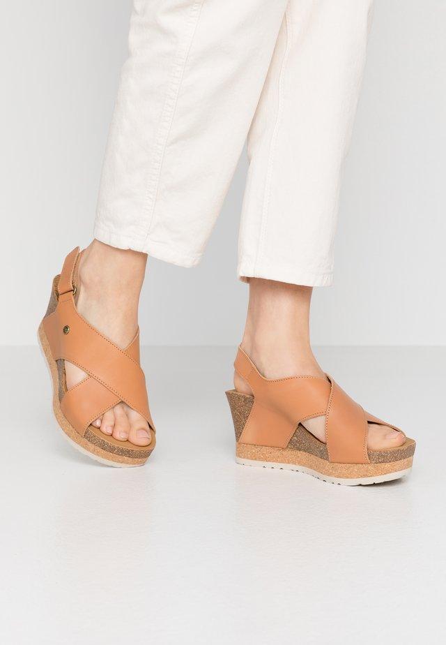 VALESKA NATURE - Sandály na platformě - kamel
