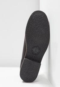Panama Jack - GIORDANA IGLOO TRAVELLING - Kotníková obuv - black - 6