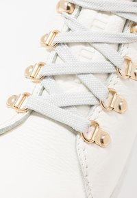 Panama Jack - HELLEN IGLOO - Ankle boots - blanco - 2
