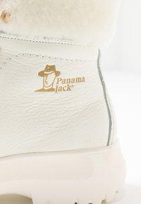 Panama Jack - HELSINKI IGLOO - Kotníkové boty na platformě - blanco/white - 2