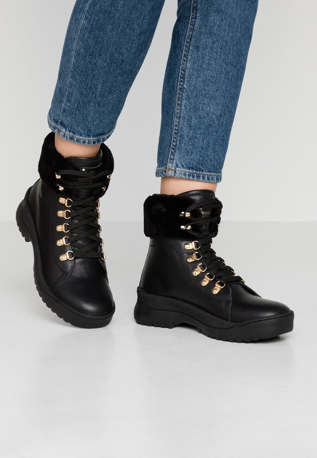 HELSINKI IGLOO - Bottines à plateau - black