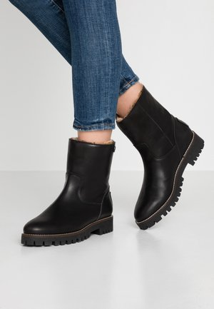 TAYLA - Snowboot/Winterstiefel - black