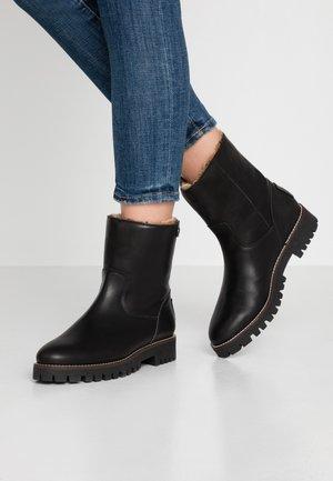 TAYLA - Vinterstøvler - black