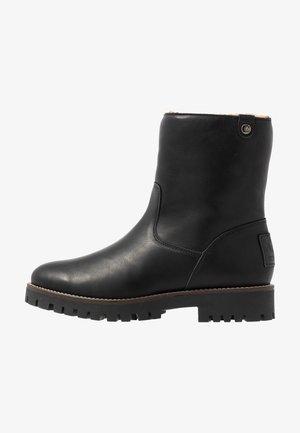 TAYLA - Zimní obuv - black