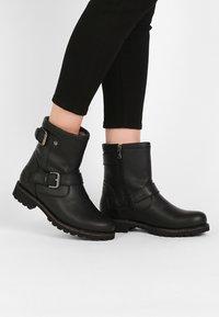 Panama Jack - FELINA IGLOO - Cowboy/biker ankle boot - black - 0