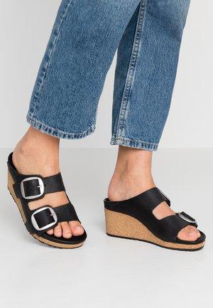 NORA - Pantofle na podpatku - black