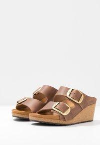 Papillio - NORA - Pantofle na podpatku - cognac - 4