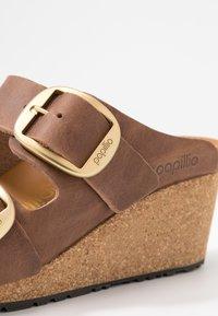 Papillio - NORA - Pantofle na podpatku - cognac - 2