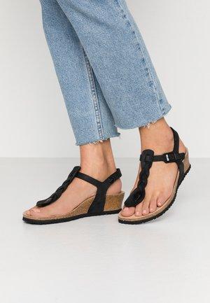 ASHLEY - Sandály na klínu - black