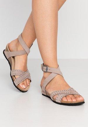LOLA - Sandály na klínu - biscuit rivets
