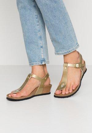 ASHLEY - Sandály s odděleným palcem - metallic gold