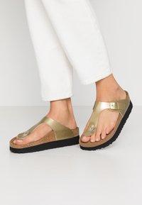Papillio - GIZEH - Sandály s odděleným palcem - metallic gold - 0