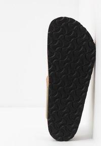 Papillio - GIZEH - Sandály s odděleným palcem - metallic gold - 6