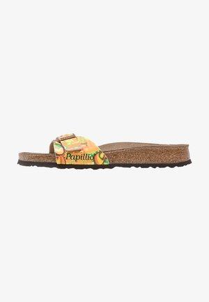 MADRID - Domácí obuv - african wax gold