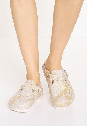 BOSTON - Pantofle - shiny offwhite