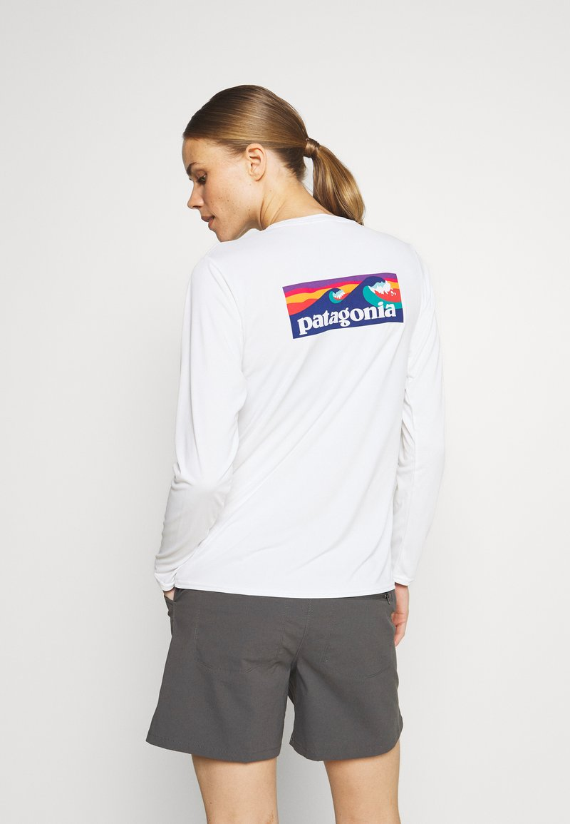 Patagonia - CAP COOL DAILY GRAPHIC - T-shirt sportiva - white
