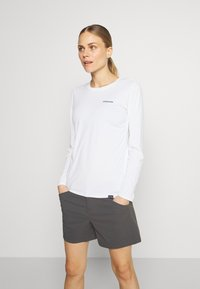 Patagonia - CAP COOL DAILY GRAPHIC - T-shirt sportiva - white - 2
