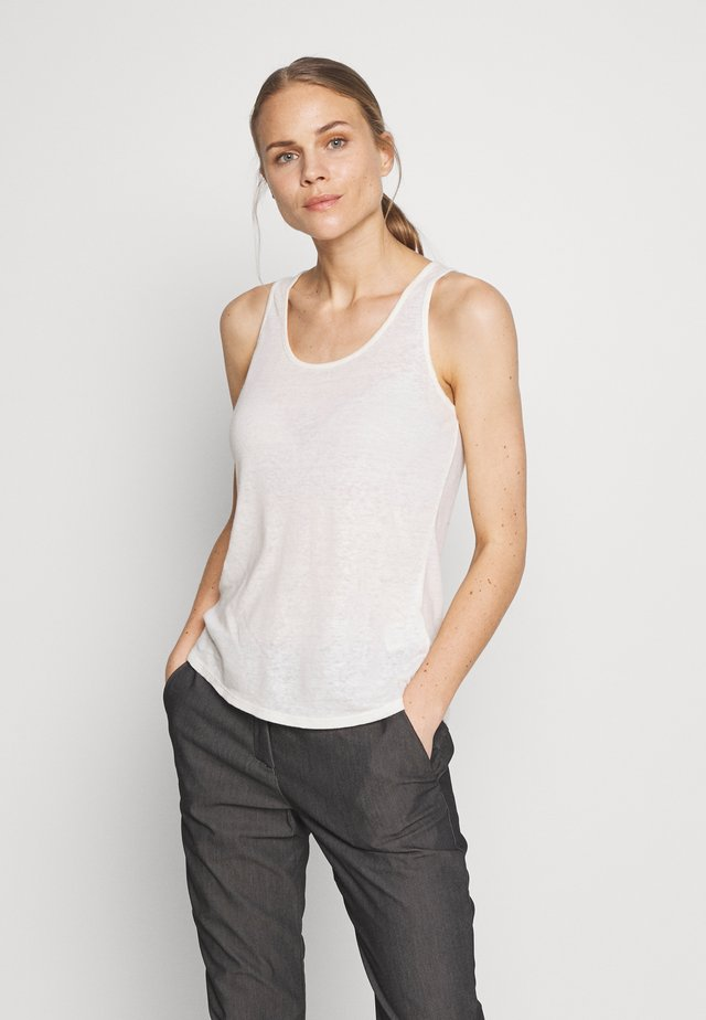 MOUNT AIRY SCOOP TANK - Top - white wash