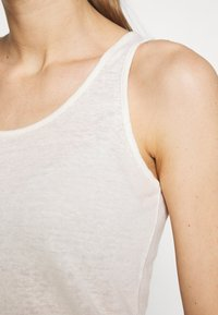 Patagonia - MOUNT AIRY SCOOP TANK - Topper - white wash - 5