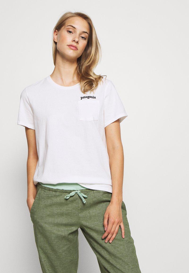 Patagonia - FITZ ROY FAR OUT ORGANIC CREW POCKET - Print T-shirt - white