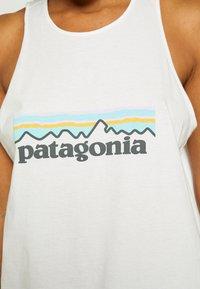 Patagonia - LOGO ORGANIC HIGH NECK TANK - Topper - white - 6