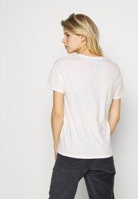 Patagonia - FIBER ACTIVIST CREW  - T-shirts med print - white - 2