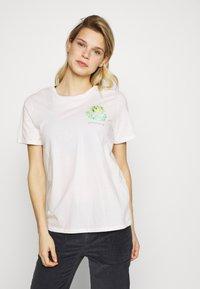 Patagonia - FIBER ACTIVIST CREW  - T-shirts med print - white - 0
