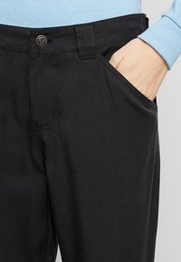 Patagonia - EDGE WIN JOGGERS - Trousers - ink black - 3