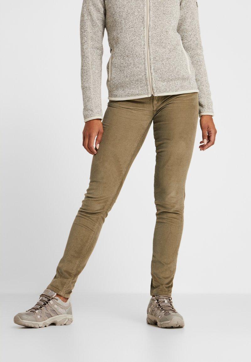 Patagonia - FITTED PANTS - Pantaloni - sage khaki