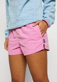 Patagonia - BARELY BAGGIES SHORTS - Sports shorts - marble pink - 4