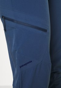 Patagonia - CHAMBEAU ROCK PANTS - Kalhoty - dolomite blue - 4