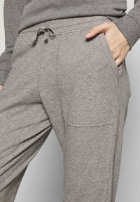 Patagonia - PANTS - Tracksuit bottoms - feather grey - 4