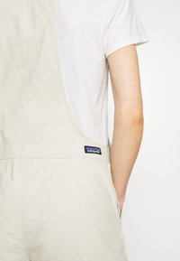 Patagonia - STAND UP OVERALLS - Sports shorts - dyno white - 4