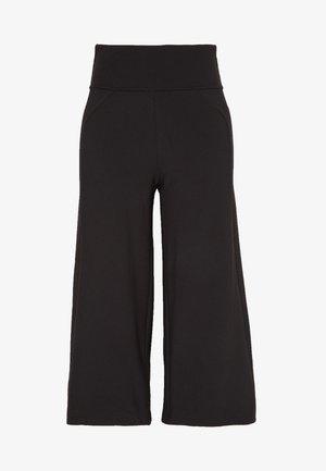 STEM GEM ROCK CROPS - 3/4 sportovní kalhoty - black
