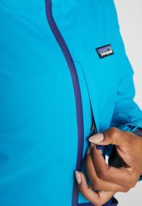 Patagonia - INSULATED SNOWBELLE - Skijakke - curacao blue - 5