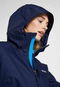 Patagonia - INSULATED SNOWBELLE - Ski jacket - classic navy - 4