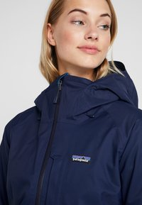 Patagonia - INSULATED SNOWBELLE - Ski jacket - classic navy - 3