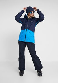 Patagonia - INSULATED SNOWBELLE - Ski jacket - classic navy - 1