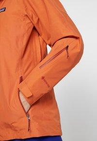 Patagonia - INSULATED POWDER BOWL  - Snowboard jacket - sunset orange - 5