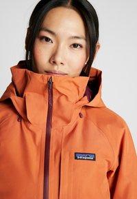 Patagonia - INSULATED POWDER BOWL  - Snowboard jacket - sunset orange - 4