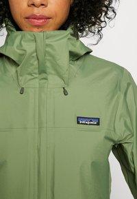 Patagonia - TORRENTSHELL - Hardshell jacket - camp green - 6