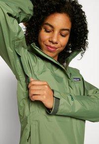 Patagonia - TORRENTSHELL - Hardshell jacket - camp green - 4