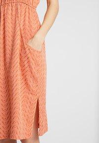 Patagonia - LOST WILDFLOWER DRESS - Korte jurk - sunset orange - 4
