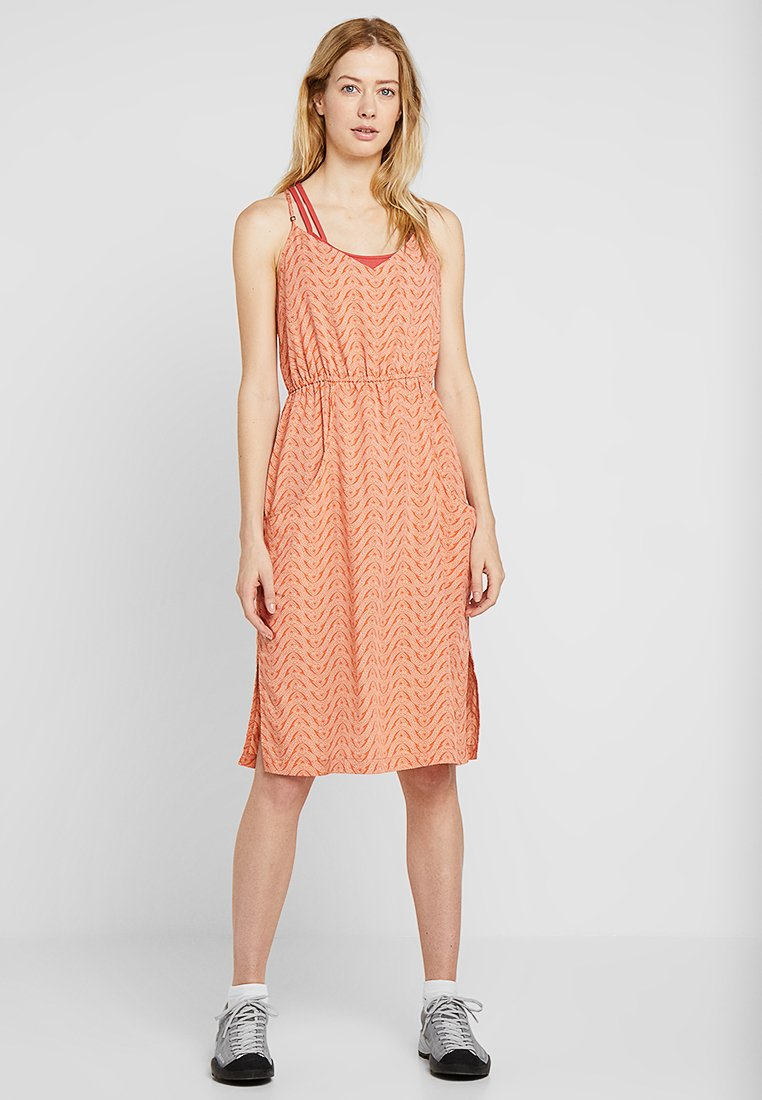 Patagonia - LOST WILDFLOWER DRESS - Freizeitkleid - sunset orange